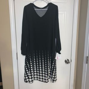 Lularoe Emily v neck dress NWT sz med black